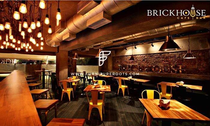 Proyecto de muebles de café a medida por FurnitureRoots Brickhouse Cafe, Mumbai 1