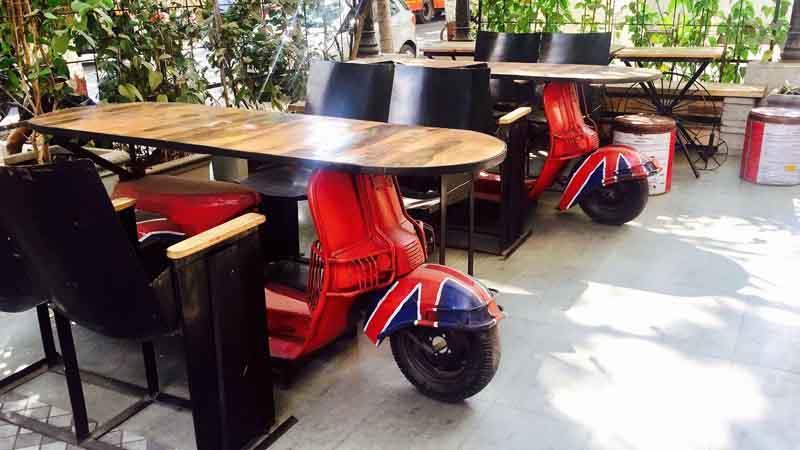 Proyecto de muebles de cafetería con tema de automóvil por FurnitureRoots Tea Villa, Mumbai 1