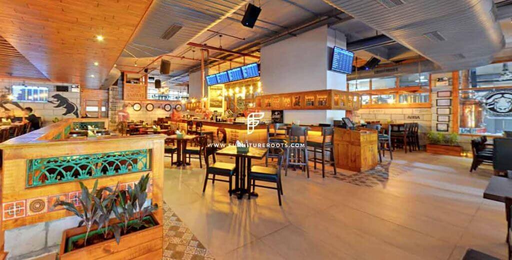 Diner Furniture: por FurnitureRoots para Vapor Bar Exchange en Gurgaon