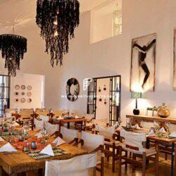 Móveis para restaurantes na África: Por FurnitureRoots para Latitude Hotels Africa
