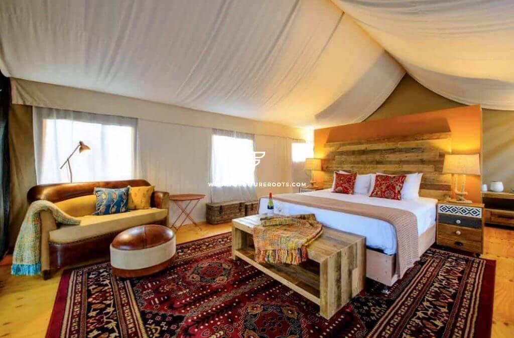 Mobiliario de centro turístico en Australia de FurnitureRoots para Truffle Camp & Lodge en Tasmania