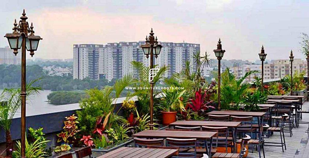 Proyecto de mobiliario de restaurante con terraza abierta a medida de FurnitureRoots Vapor Bar Exchange Bengaluru 2