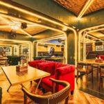 Maßgeschneidertes Diner Cafe Möbelprojekt von FurnitureRoots The Vault Cafe 2
