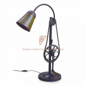 Lampe de bureau fabriquée à la main