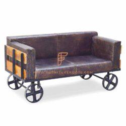 Leren 2-zitsbank met grote Steampunk-wielen