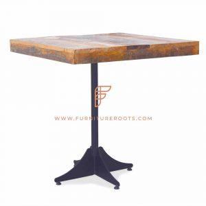 Tavolo in legno e metallo stile country