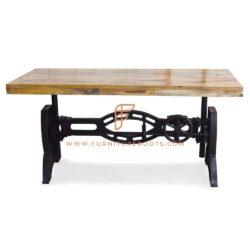 Rechthoekige in hoogte verstelbare eettafel met laterale stalen schraagpoten en houten blad