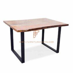 Serie Restauranttafels Rechthoekige tafel in industriële stijl met vierkante metalen voetstukken en teruggewonnen houten blad met rand