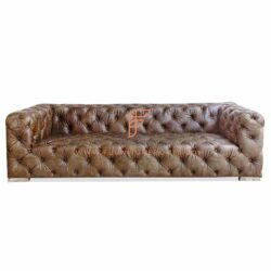 Large Chesterfield sofa with Button tufting