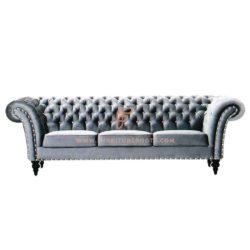 3-Sitzer Chesterfield Couch in Massivholzrahmen und ausgestellten Armen mit Nailhead Detail