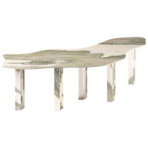 frei fließender, unregelmäßig temperierter Tisch in hellem Farbton