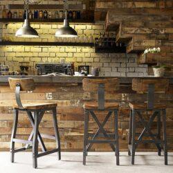 oud meubilair in taverne-stijl