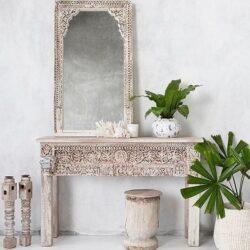 Möbel und Kunsthandwerk bei einem Möbelgroßhändler