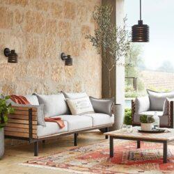 Einrichtung von Möbeln für den Loungebereich des Hotels