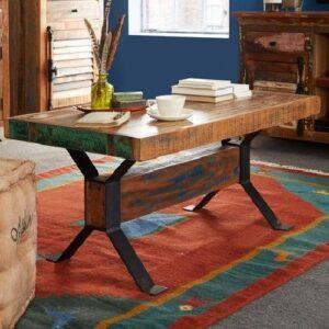mesa de centro de madera recuperada pintada levemente angustiada